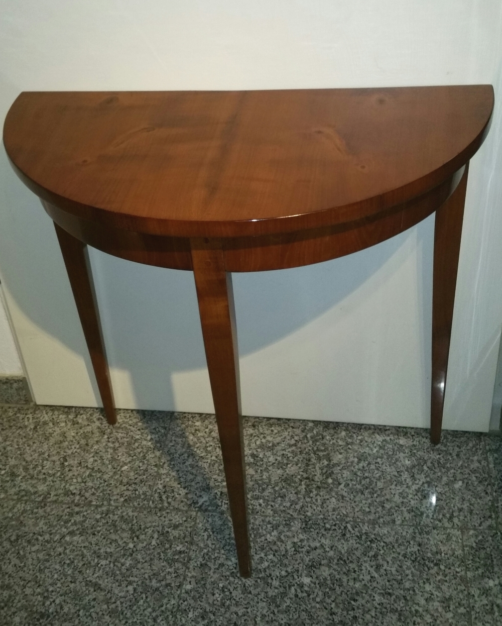Kleinm bel biedermeier halbrunder tisch for Halbrunder tisch